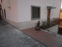 Rif. 1406 casa semindipendente con garage.