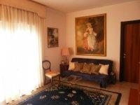 Rif. 1715 Appartamento in ottimo stato.