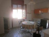Rif. 1749 Appartamento in zona ben servita.