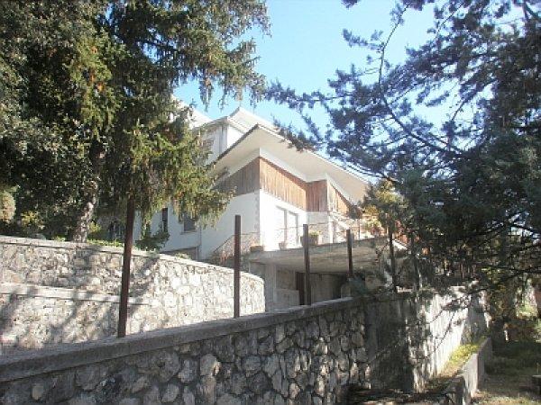 1391 Fiuggi villa d'epoca con giardino di 1000 mq ca.